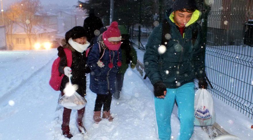 İstanbul'da okullara kar tatili var mı? Yarın (pazartesi) okullar tatil edildi mi?