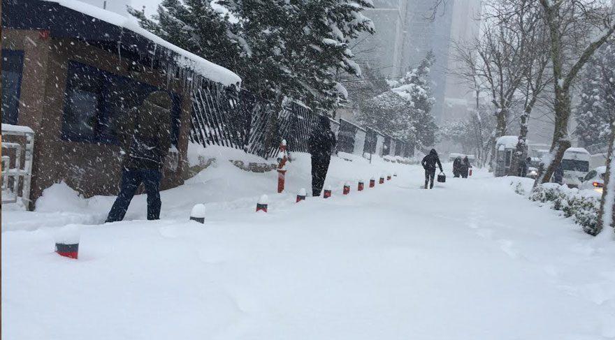 İstanbul'da kar esareti sürüyor