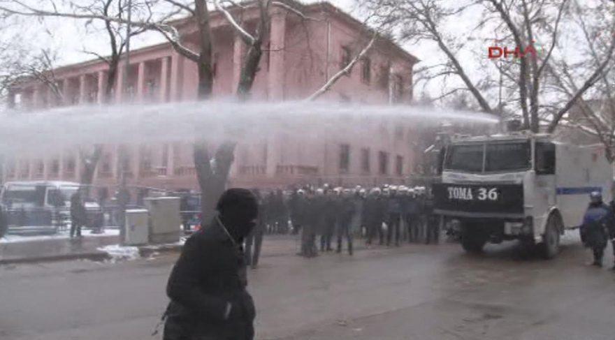 TBMM'de yeni anayasa eylemine polis müdahalesi