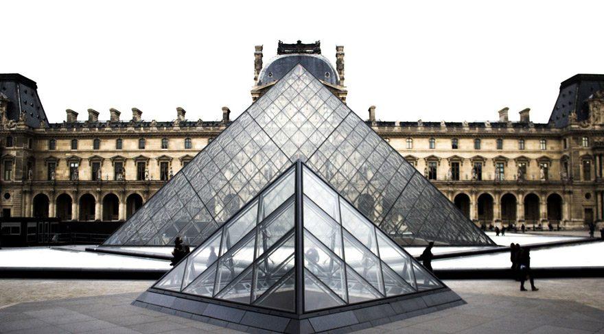 Louvre'dan büyük kayıp