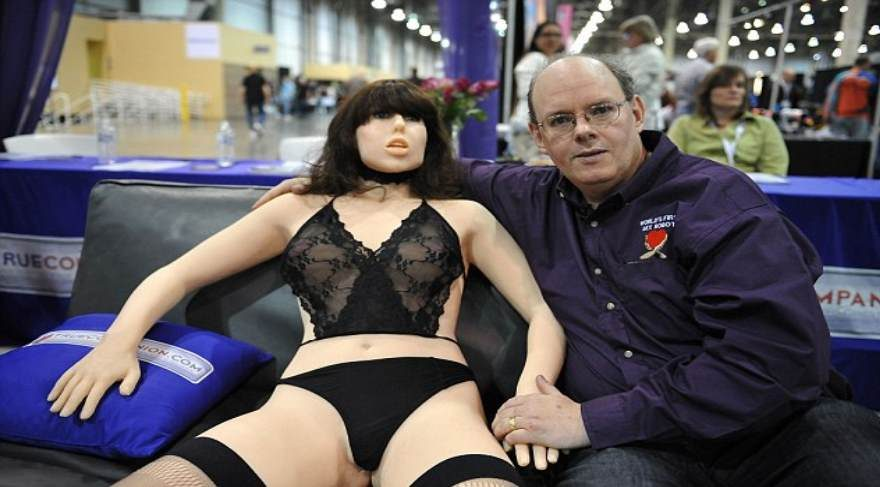 seks-robotu