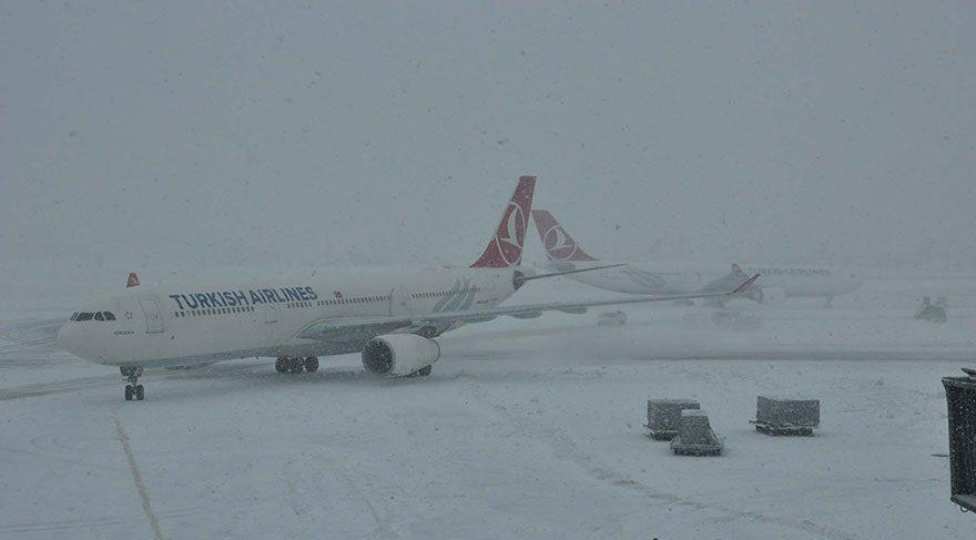 İstanbul havadan karadan denizden kar kuşatmasında