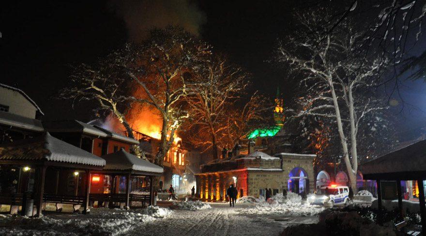 İnegöl'de 185 yıllık tarihi bina yandı