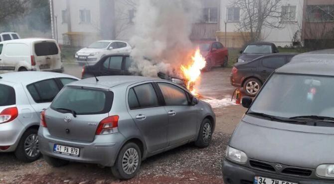 Kontağı çevirince alev alan otomobil yandı