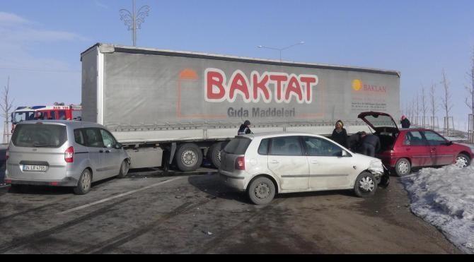 Erzurum'da sis nedeniyle zincirleme kaza: 5 yaralı