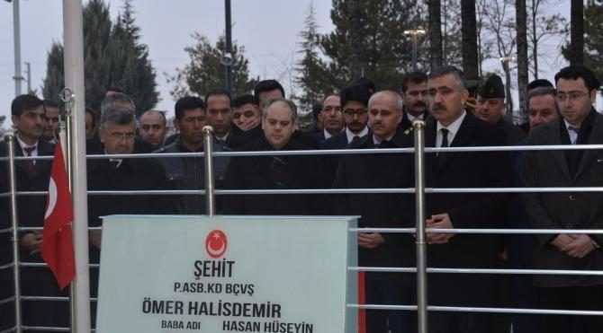 Bakan Kılıç, Ömer Halisdemir'in mezarını ziyaret etti