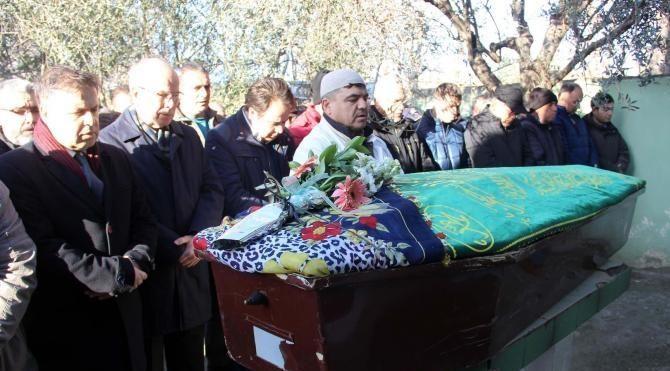 Ercan Karakaş'ın annesi Çanakkale'de toprağa verildi