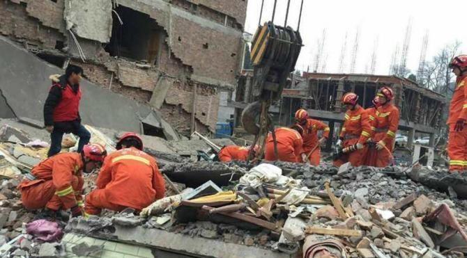 Çin'de beş katlı üç bina çöktü, enkaz altında çok sayıda yaralı var