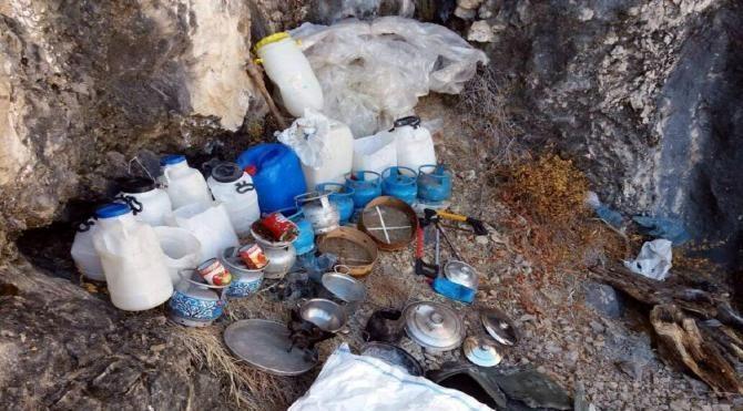 Tunceli'de teröristlere ait yaşam malzemeleri ele geçirildi