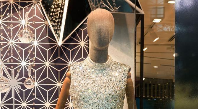 Kristal elbise öğrenciler için ışıldayacak