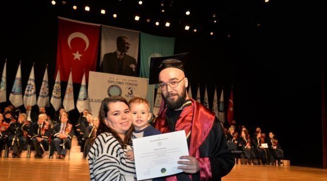 Kaza sonucu ayrıldığı fakülteden 18 sene sonra mezun oldu