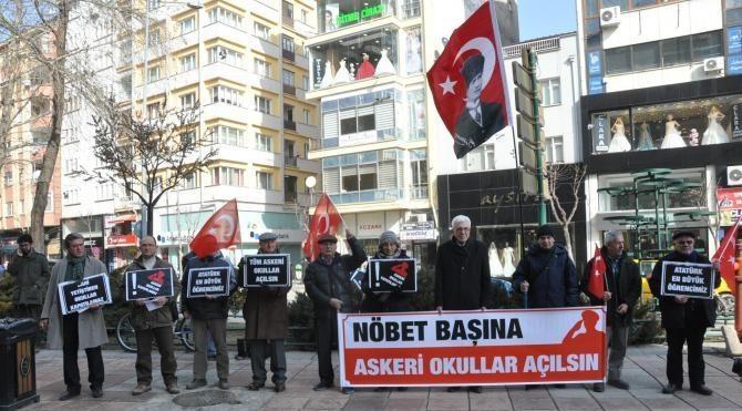 Emekli Subaylar Derneği ve 14 sivil toplum örgütü askeri okulların açılması için eylem yaptı