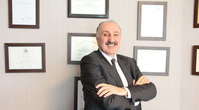 Prof. Dr. Turgut İpek: 'Su içmek kalınbağırsağı yıkar'