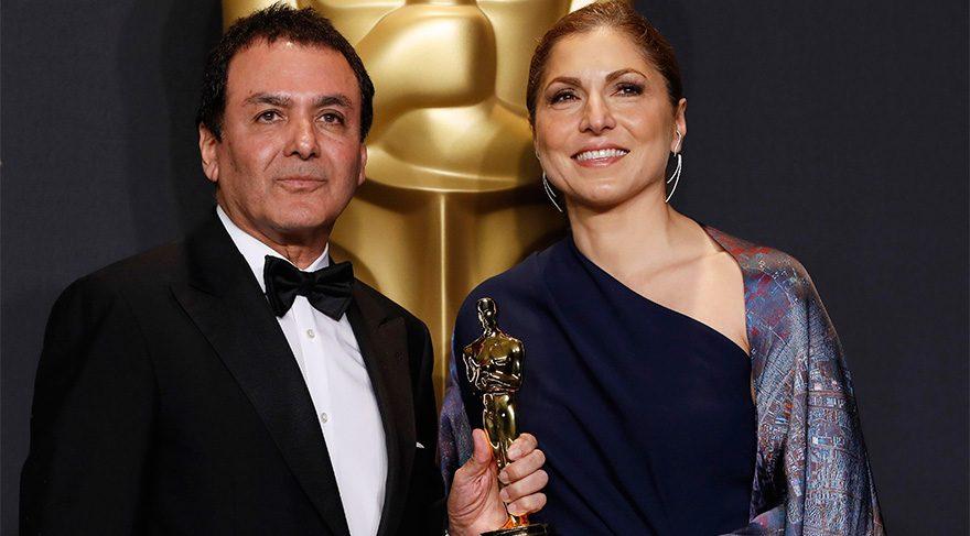 En iyi yabancı dilde film ödülünü Ferhadi'nin yerine Anuşe Ansari ve Firouz Naderi kabul etti.