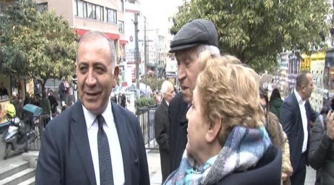 Gürsel Tekin Kadıköy'de beyaz eşya satan esnafı ziyaret etti
