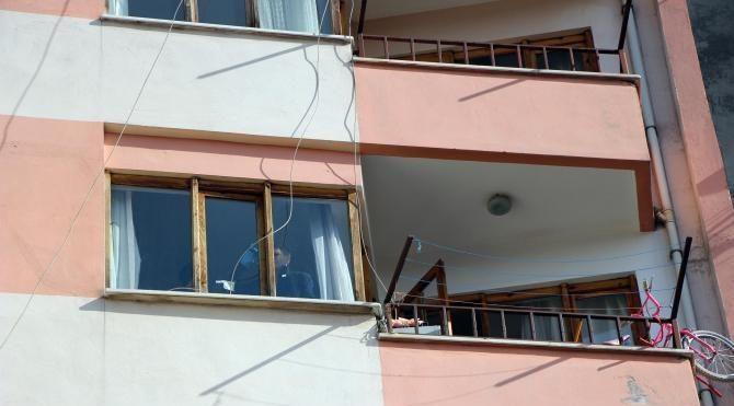 4'üncü kattan düşen 10 yaşındaki Umut yaralandı