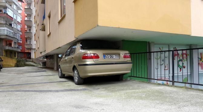 Rizeli şoförün park yeri görenleri şaşırttı