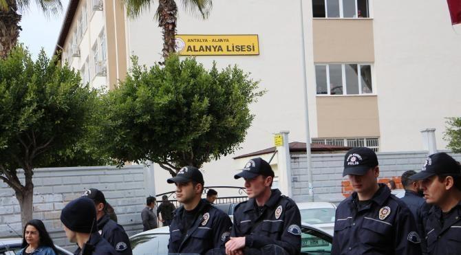Lisede 'İzmir Marşı yasağı' iddiasına marşlı protesto
