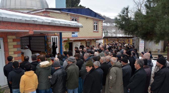 Bursa'da eşinin öldürdüğü Fatma, Sinop'ta toprağa verildi