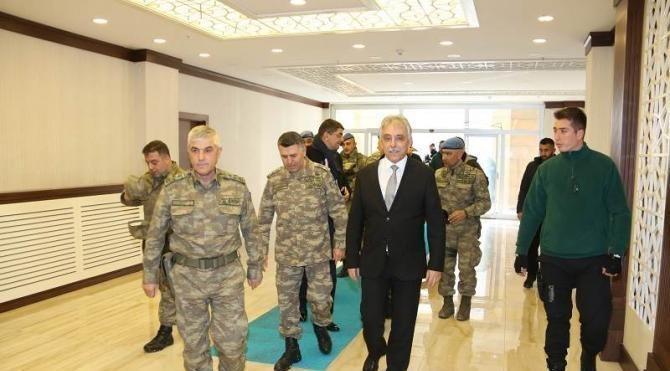 Korgeneral Çetin, Hakkari Valisi Toprak'ı ziyaret etti