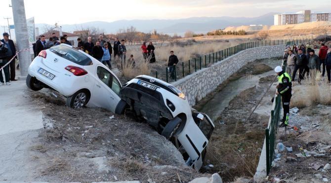 Burdur'da kaza: 3'ü öğrenci, 6 yaralı