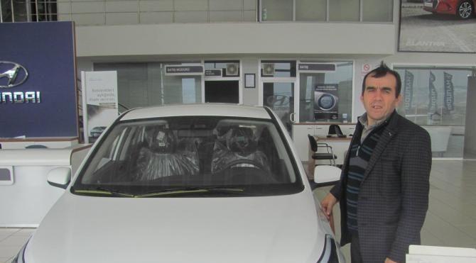 Gurbetçiler 'sosyal medya muhabirine' otomobil aldı