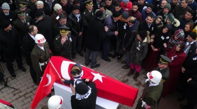 Şehit Uzman Çavuş'u 10 bin kişi son yolculuğuna uğurladı