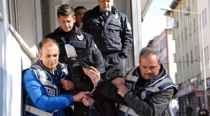 Polisi karşısında gören cezaevi firarisi 'sizi beklemiyordum' dedi