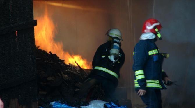 Bolu'da evin çatı katı, ahır, samanlık ve odunluk yandı