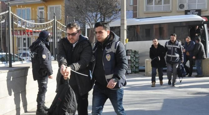 FETÖ şüphelisi 7 polis adliyede