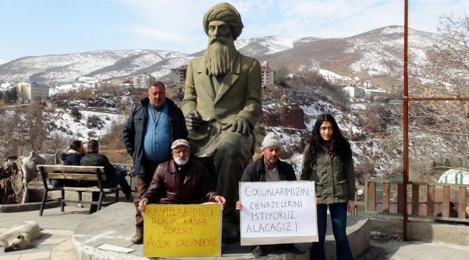 Öldürülen DHKP/C'li oğlunun cesedi göçükte kaldı diye açlık grevi başlattı