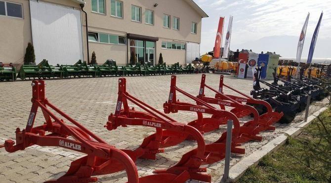 TİKA, Kosovalı tarımcının yüzünü güldürdü