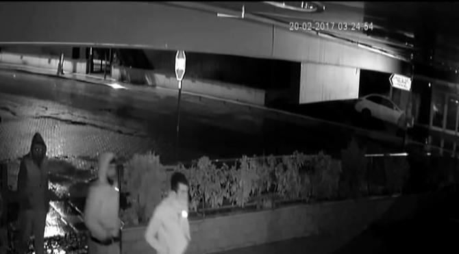 Restoranda yaşanan hırsızlık anı kameralara yansıdı