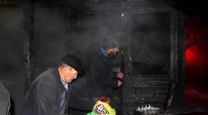 Türbede yöresel ürün satılan 8 dükkan yandı