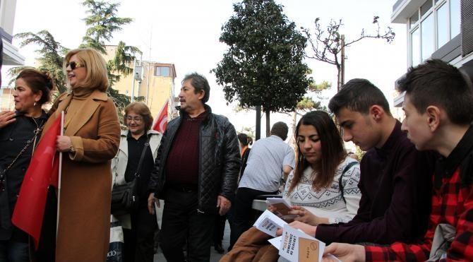 CHP'liler 'Hayır' bildirisi dağıttı