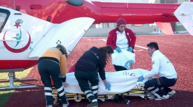 Kamyonun çarptığı traktördeki 3 kişi yaralandı