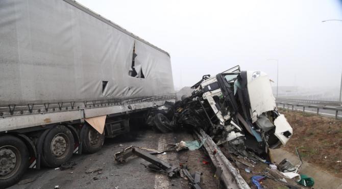 Dilovası'nda iki ayrı kazada 8 kişi yaralandı