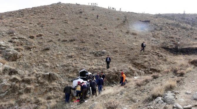 Kadın sürücü otomobiliyle 200 metrelik uçuruma yuvarlandı
