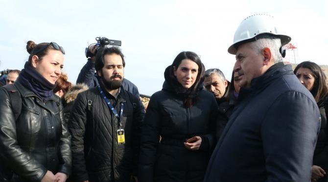 Verici kulesi inşaatında incelemelerde bulunan Başbakan Yıldırım: Ramazan'ın sonuna doğru açmayı hedefliyoruz (2)