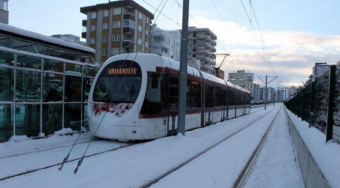 Kar ve buzlanma tramvay seferlerini iptal ettirdi