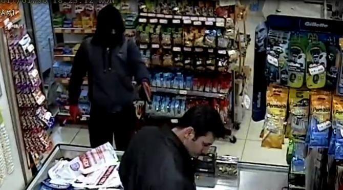 Market soyguncusunu güvenlik kamerası yakalattı