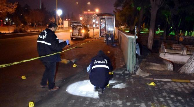 Mezarlıktan otomobile açılan ateşte 1 kişi yaralandı