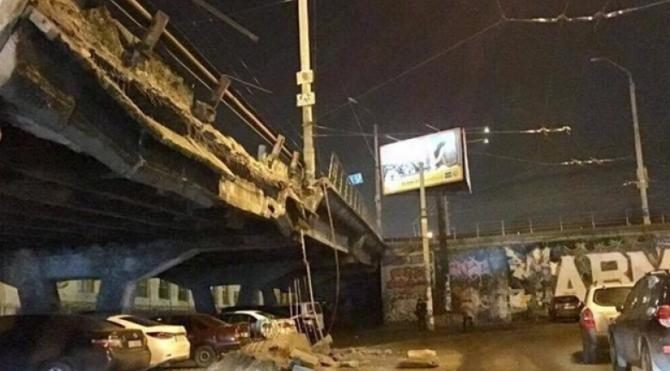 Kiev'de köprü çöktü