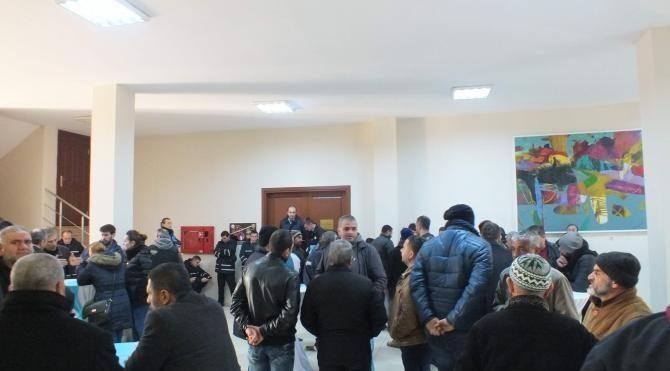 Tekirdağ'da pazarcı esnafı meclis toplantısını bastı
