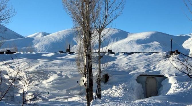 Karlıova'da vatandaşlar 1 hafta süren kar, tipiden sonra dışarı çıkabildi
