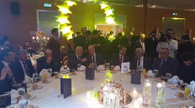 Demokrasi yürüyüşü nedeniyle Kosovalı Türk başkana ödül verildi