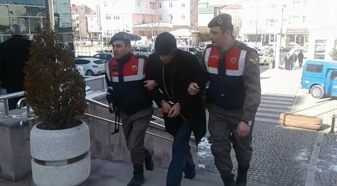 Otostopla bindiği araçta 2 bin lira parası gasp edildi