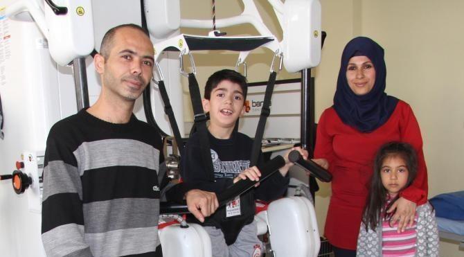 SP hastası Arda'nın hayali koşmak ve adaşı Arda Turan'la top oynamak