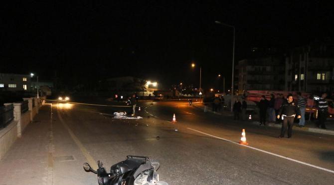 Antalya'da otomobil motosiklete çarptı: 1 ölü