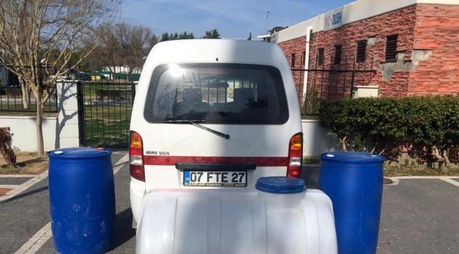 Sahte plakalı araçla akaryakıt hırsızlığı güvenlik kamerasında